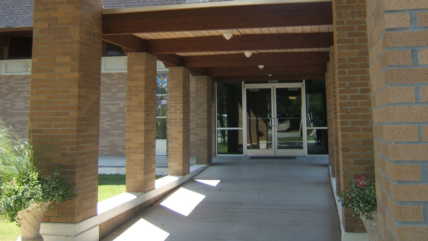 The covered entryway at the First Christian Church