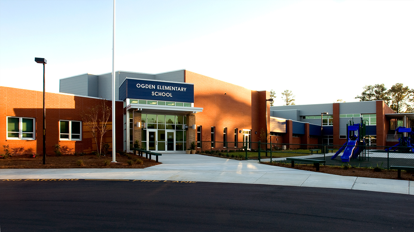 The front extrance of Ogden Elementary